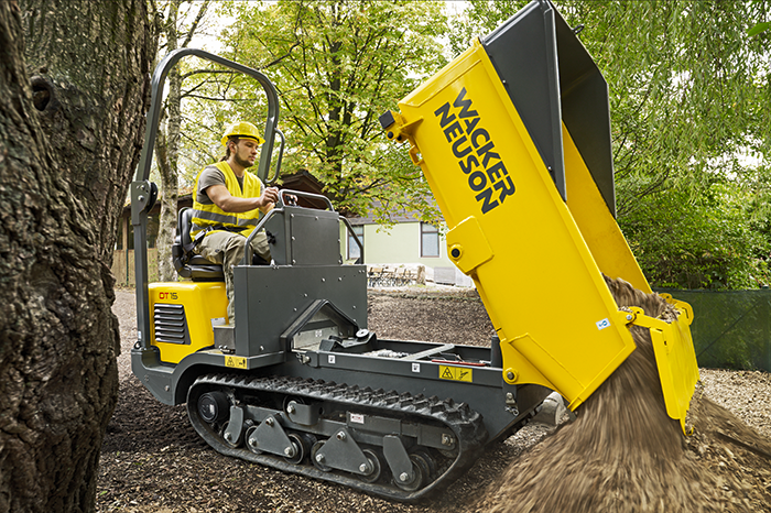 Wacker Neuson track dumper DT15 in action