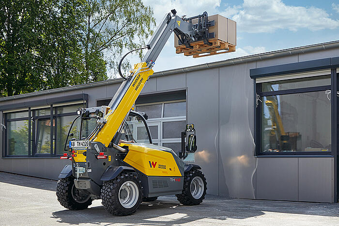 Wacker Neuson telehandler TH412 application pallet fork