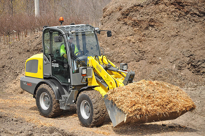 WL60 with digging bucket in application